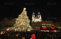 ВИДЕО: Световая анимация Новогодней елки с музыкальным сопровождением, Прага - Staroměstské náměstí 2014